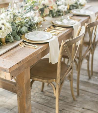 houten stoel en tafel